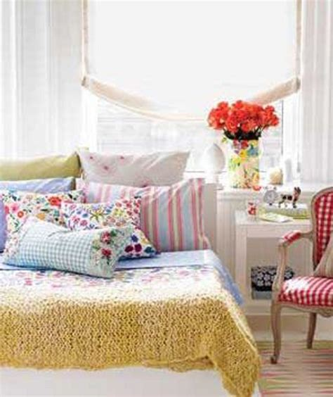 Pink Ls For Bedroom by Colorful Small Bedroom Decorating Ideas