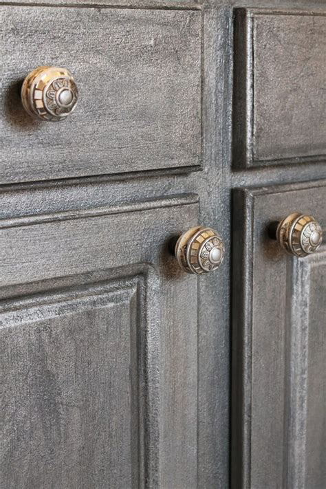 chalk paint on laminate cabinets best 25 painting laminate cabinets ideas on