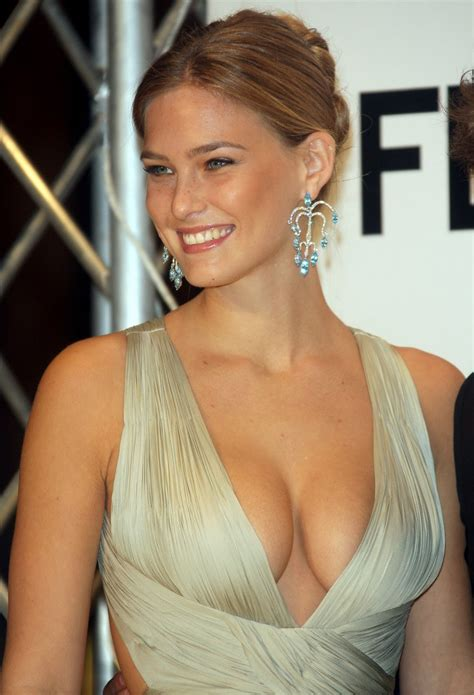 bar refaeli top bar rafaeli