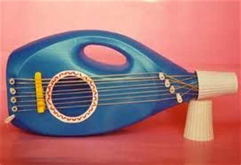 proyecto de instrumentos musicales con material reciclado en primaria ideas para hacer guitarra de juguete con garrafa de suavizante