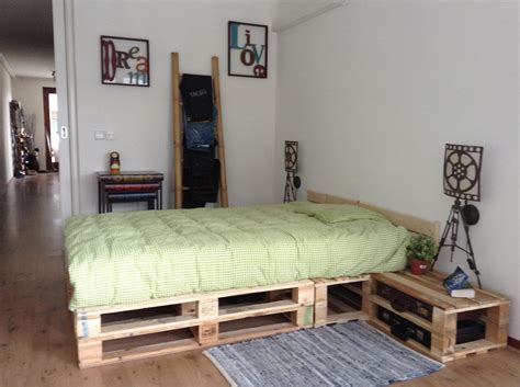 pallet bedroom ideas pallet bedroom pallets pinterest pallets bedrooms
