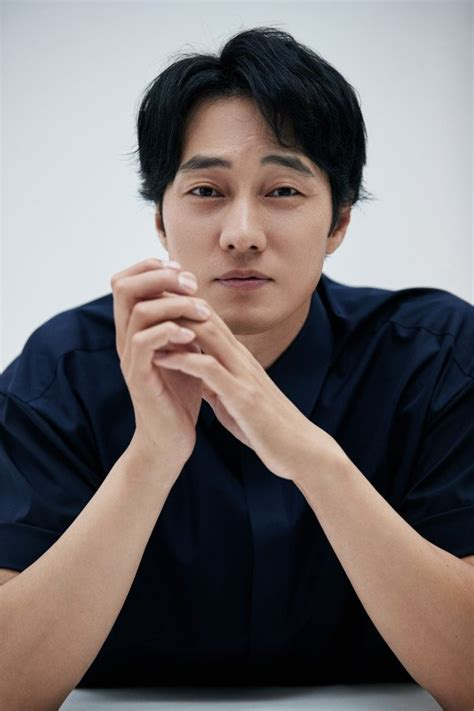 so ji sub song so ji sub describes song joong ki as manly man talks