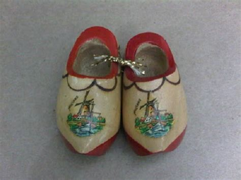 Souvenir Negara Belanda Gantungan Kunci Gambar Kincir Angin 1 karya babah antik wooden shoes souvenir sepatu kayu belanda