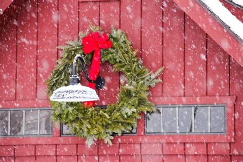 decorating a steel barn for christmas decorating contest the barn yard great country garages