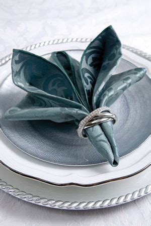 Pliage De Serviette En Papier Pour Noel 199 by My Has These Napkin Rings They Re From Nieman
