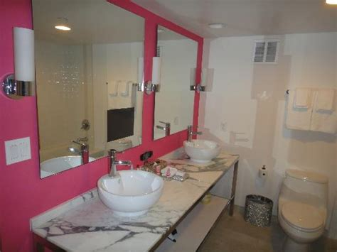 Bathtub Las Vegas Suite Bath With Tv Picture Of Flamingo Las Vegas Hotel