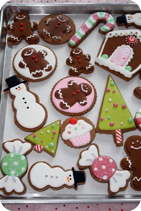 pictures of decorated christmas cookies using royal icing staying organized while decorating cookies 10 tips sweetopia