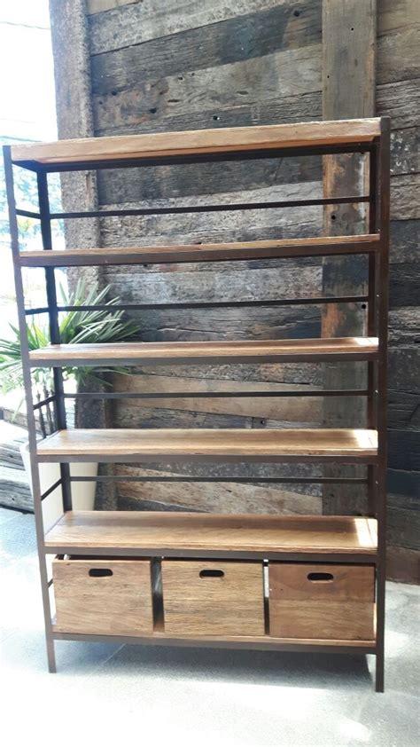 estante ferro e madeira estante ferro industrial prateleira e caixas de madeira