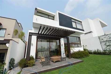 casa a fachadas de casas bonitas de 2 plantas o dos pisos