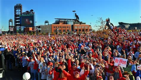 type of sport that fans on tv on thanksgiving fiev types of sports fans