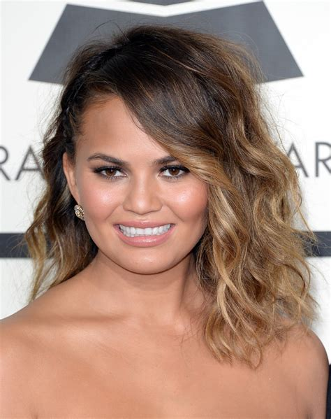 Chrissy Teigen Medium Wavy Cut   Chrissy Teigen Hair Looks