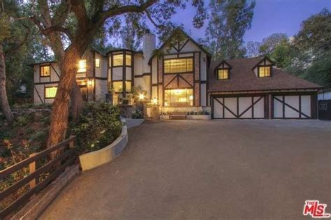 House Plans With Landscaping by Arrow Star Stephen Amell Lands Lush La Estate