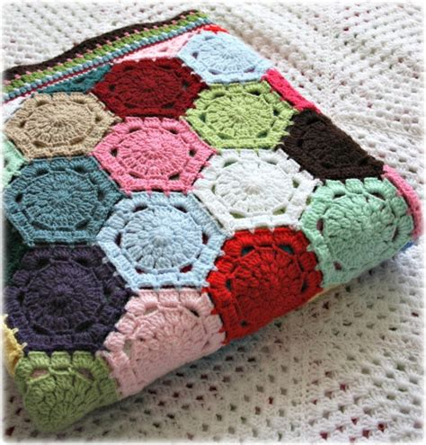 Hexagon Patchwork Blanket - 1000 ideas about patchwork blanket on