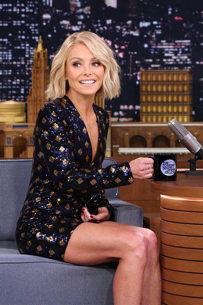 kelly ripas new bob haircut talk show host debuts look us weekly 58 best kelly ripa style watch images on pinterest coat