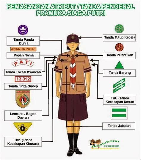 Foto Baju Pramuka Penggalang Putri pemasangan atribut tanda pengenal siaga di seragam pramuka pramuka