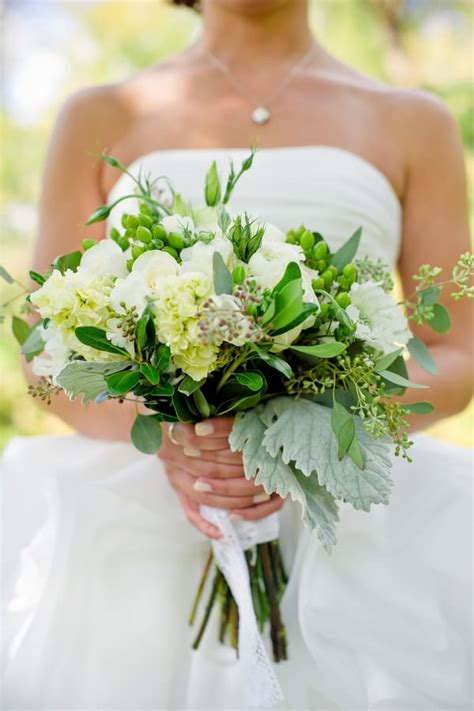 Diy Wedding Bouquets With Flowers by How To Make Trendy Wedding Bouquets All On Your Own