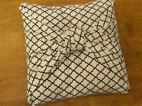 diy knot pillow diy tied knot pillow easy pillow love pinterest