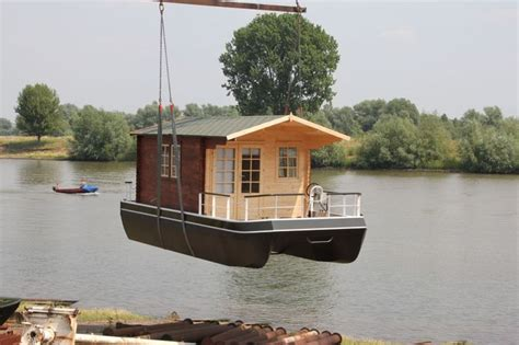 pontoon boat house shanty boats euro floating cottage shantyboatliving com floating homes