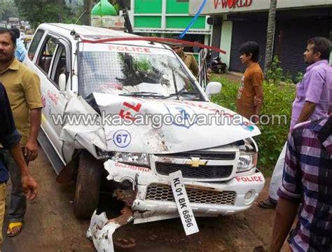 police jeep kerala പ ല സ ജ പ പ ബ ല റ യ ക ട ട യ ട ച ച എ എസ ഐ അടക ക