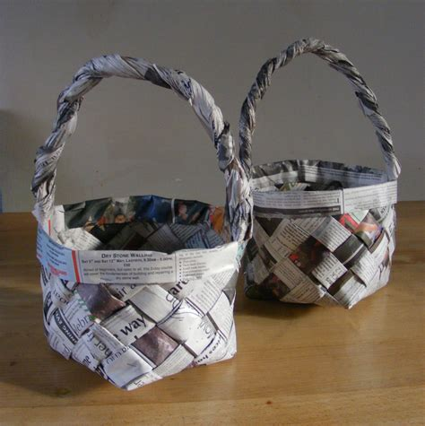 Make Paper Basket - 36 tutorials for weaving a basket out of newspaper guide