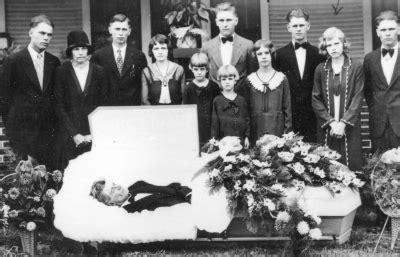 imagenes del funeral de john lennon unique john lennon death images linda mccartney funeral