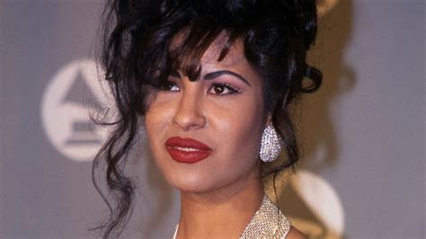 selena quintanilla yolanda saldivar yolanda sald 237 var motive theories abound in selena