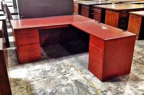 pre owned office desks pre owned desks officemakers