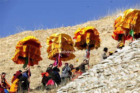 tibet experiencing buddhist culture on sunning of the great buddha travel photography