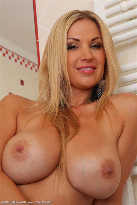 Lovely Blonde Milf Carol Polish Her Pearl Milf Fox