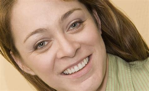 Krim Kantung Mata cara menghilangkan kerutan di wajah secara alami
