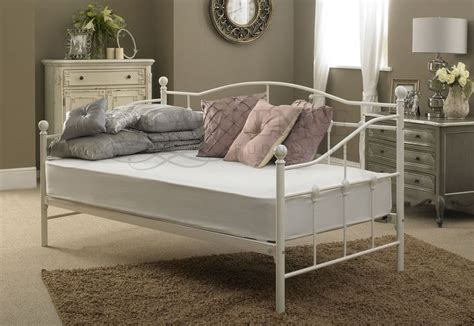 Futon Day Bed by Best 25 Single Metal Bed Frame Ideas On Ikea Metal Bed Floral Rug And Yellow Bed
