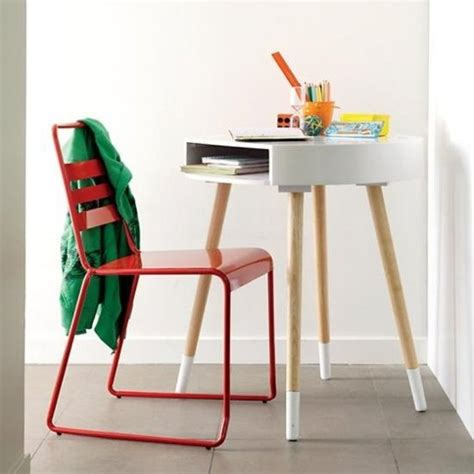 Small Child S Desk 10 Kids Desks For Small Spaces