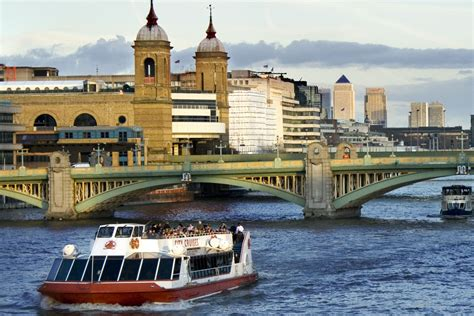 thames river cruise and afternoon tea thames afternoon tea cruise lastminute com