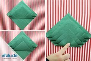 weihnachtsbaum falten papier anleitung serviette falten tannenbaum talu de