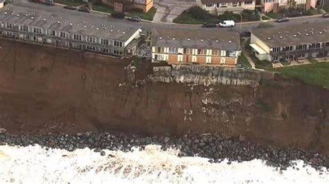 houses falling off cliffs cliffhanger homes in danger of falling off a cliff in in california video abc news