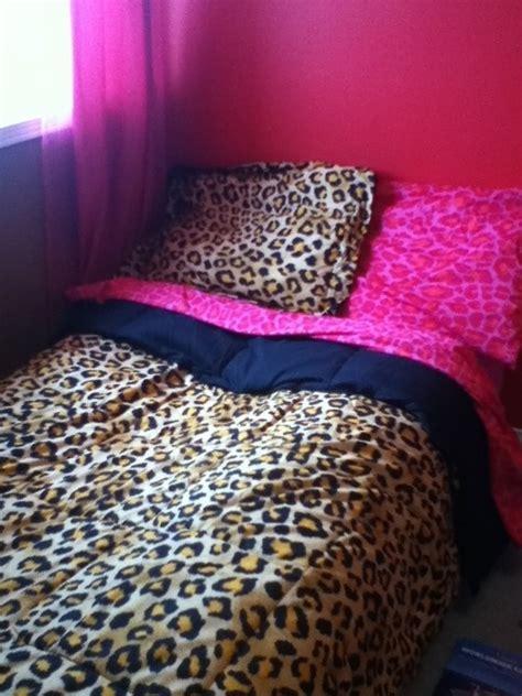 cheetah print bedrooms cheetah print pink bedding cheetah bedroom