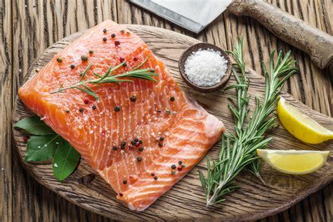 come cucinare il pesce al sale la cottura al sale e a vapore per cucinare il pesce