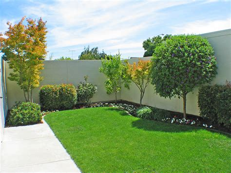 low maintenance front yards inside the walls