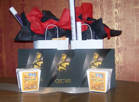 Whats In The Mtv Awards Goodie Bags by Oscar Gift Bags Include 45 000 Worth Of Goods Look