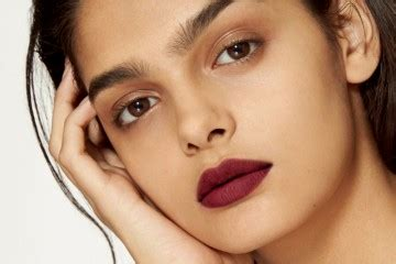 tips memilih warna lipstik untuk bibir hitam dan tebal pilihan produk lipstick warna gelap yang membuat kulit