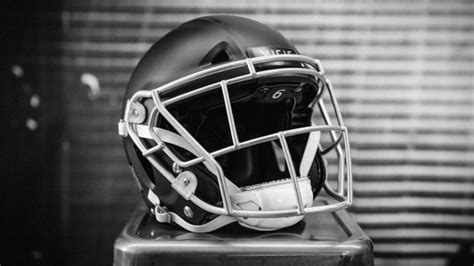 how seattle startup vicis created the zero1 the helmet inside vicis smash lab where a startup is tackling