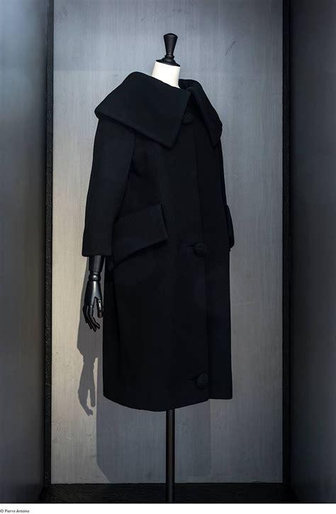 sneak peek balenciaga new retrospective l oeuvre au noir