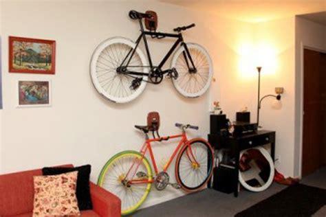 Gantungan Sepeda Dinding ini trik menyimpan sepeda di dalam apartemen rumah dan gaya hidup rumah