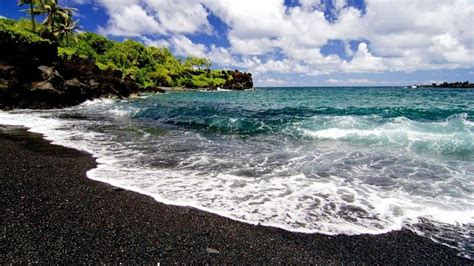 black sand beach in maui wow pinterest black sand beach hawaii black sand beachs pinterest