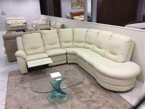 divani in pelle scontati divano angolare calia city in pelle divani a prezzi scontati