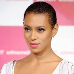 coupe afro femme pour cheveux courts absolument canon et