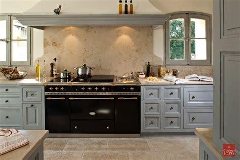 Formidable Materiaux Plan De Travail Cuisine #5: Cuisine-provencale-bois-marbre.jpg