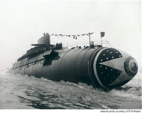 electric boat submarine the henry l stimson ssbn 655 slides down the ways at