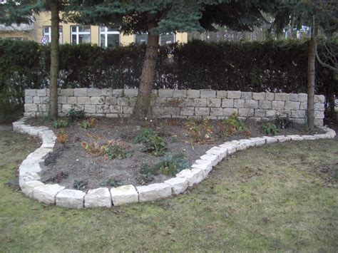 trockenmauer frei stehend beeteinfassung jura marmor