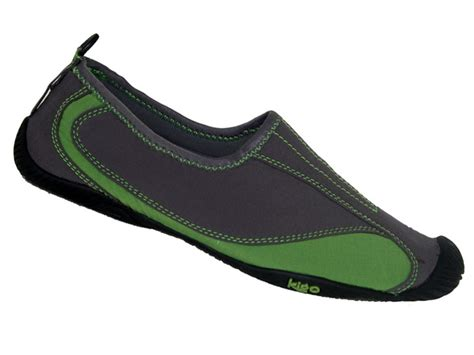 eco running shoes 6 eco friendly quot barefoot quot running shoes that support a